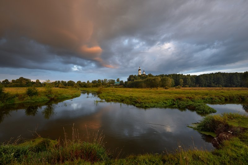 утро,сентябрь,река,небо,облака,тучи,отражение,филипповское тревожное утро в Филипповскомphoto preview