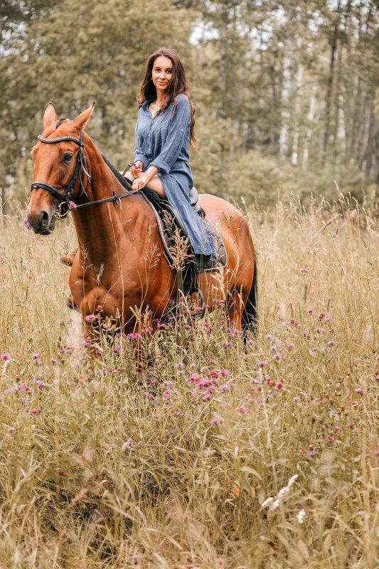 Девушка, конь Наездницаphoto preview