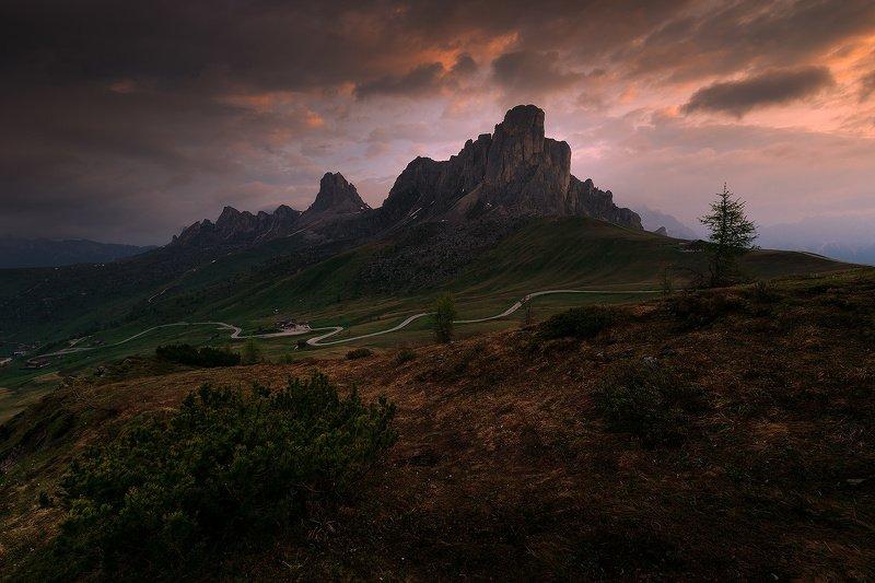 италия, доломиты, восход, облака, горы, перевал пассо джау Драма на восходе..photo preview