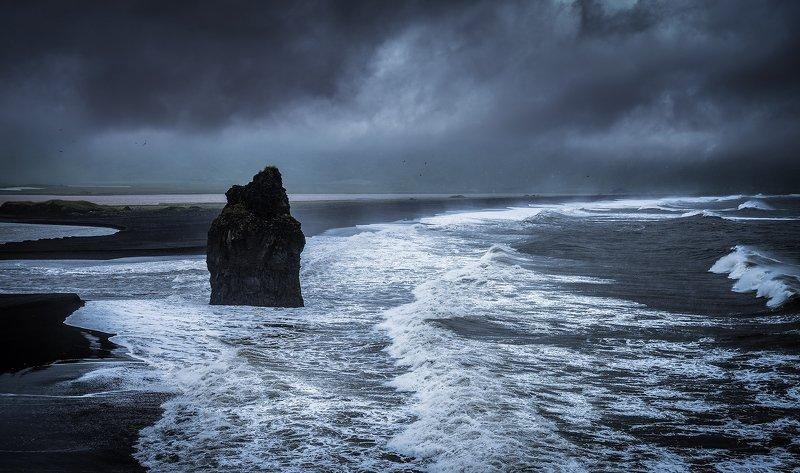 исландия шторм вик океан черный пляж Черный пляжphoto preview