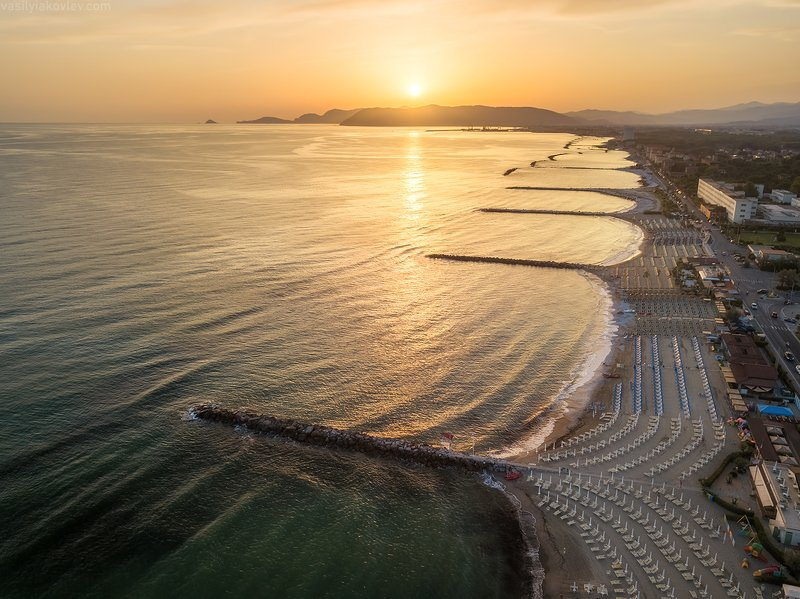 италия, квадрокоптер, дрон Пляжи Тосканыphoto preview