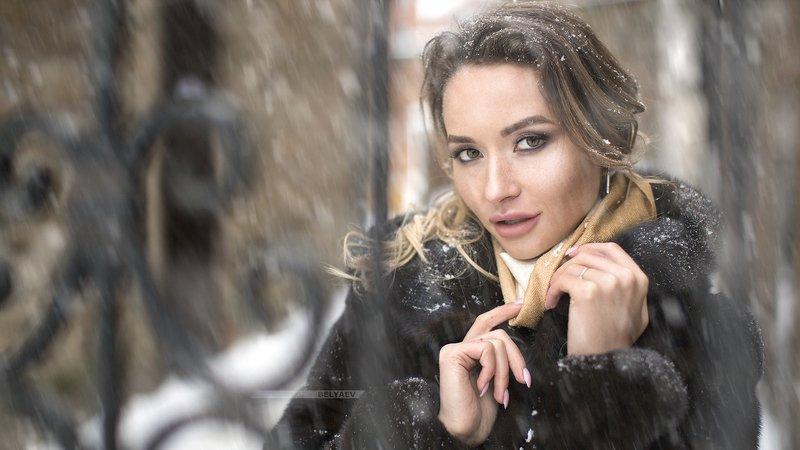 Woman, portrait, snowfall, snow, close, face,  Snow portraitphoto preview
