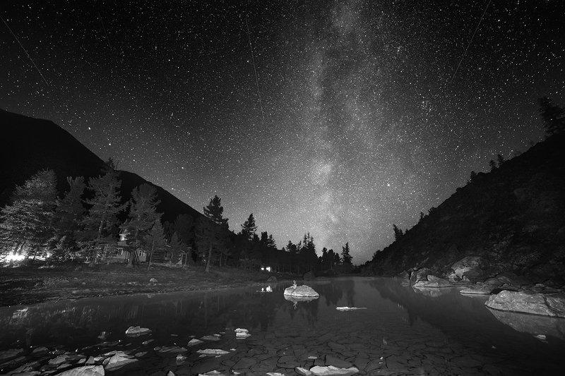 пейзаж, природа, ночь, звезды, млечный, путь, небо, озеро, дно, камни, прозрачная, холодные, чб, черно-белое, акту, алтай, сибирь, горы, ущелье, высокие, большой От ветра мигали и щурились осенние звезды...photo preview