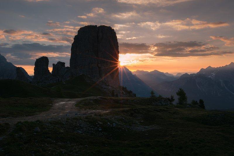 италия, доломиты, восход, облака, горы, пять башен, солнце Пять башен на рассвете.photo preview