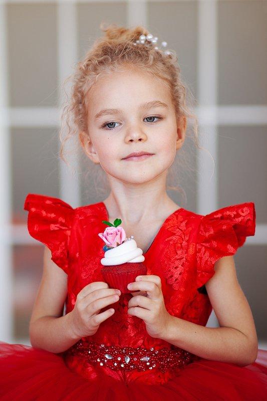 #фото #фотография #детскаяотография #красныйцвет #девочка #детскоефото #платье Никольphoto preview