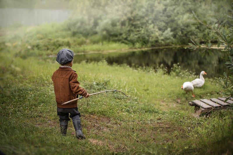 деревня, мальчик, дети, природа, гуси, дети и животные, рыбалка, рыбак, детская фотография Смелый рыбачокphoto preview