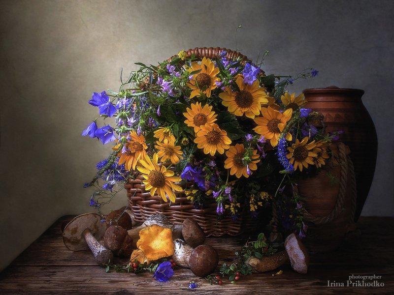 натюрморт, деревенский стиль, цветочный, винтажный, лесные цветы, грибы, брусника Конец летаphoto preview