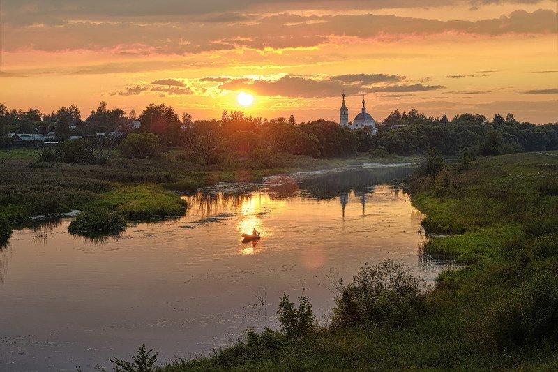 Красочный закат на Нерли фото превью