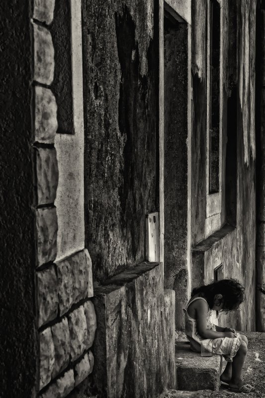 child, black and white, stones, glass, b&w, kid, The child\'s worldphoto preview
