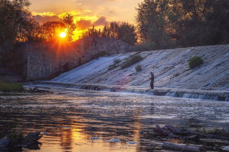 закат,плотина,река,природа,пейзаж,подмосковье,серпухов Одинокий рыбакphoto preview