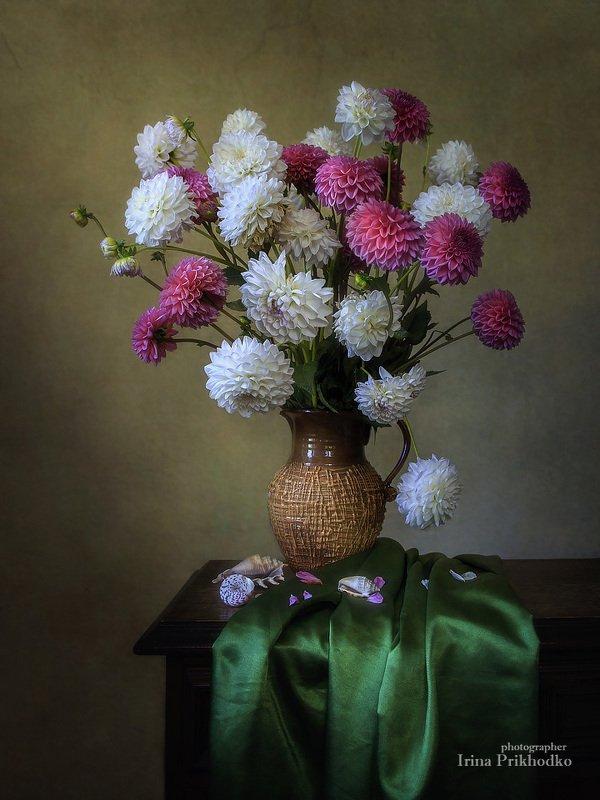 натюрморт, цветочный винтажный, георгины, букет Бело-розовый букетphoto preview