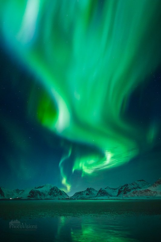 aurora,norway,lofoten,aurora borealis,northern lights,norwegian,nature,natural,night,night sky, Green twister фото превью