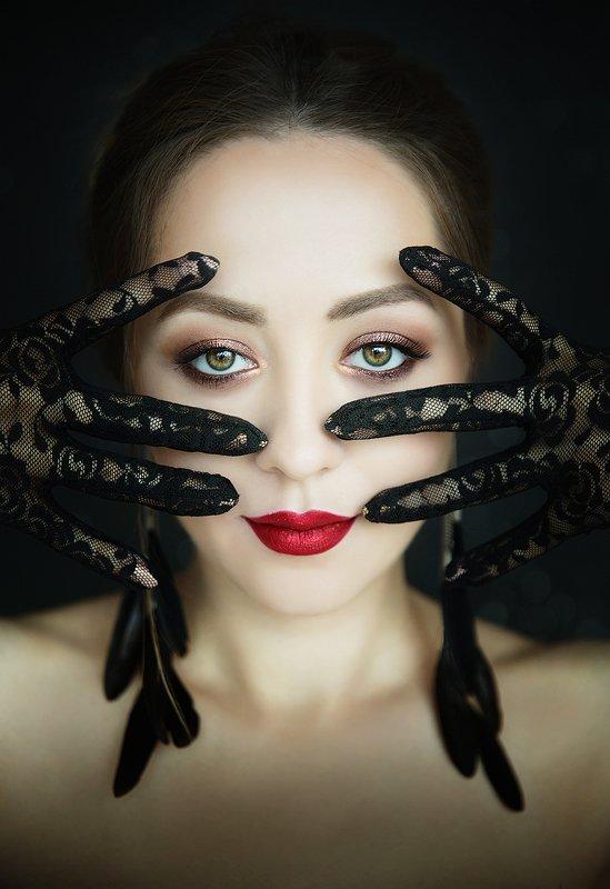 девушка, перчатки, серьги,глаза, губы, красные Марияphoto preview