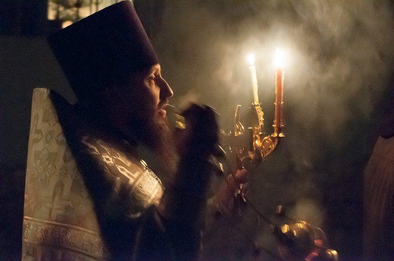 священник, пасха Встречая Пасхуphoto preview