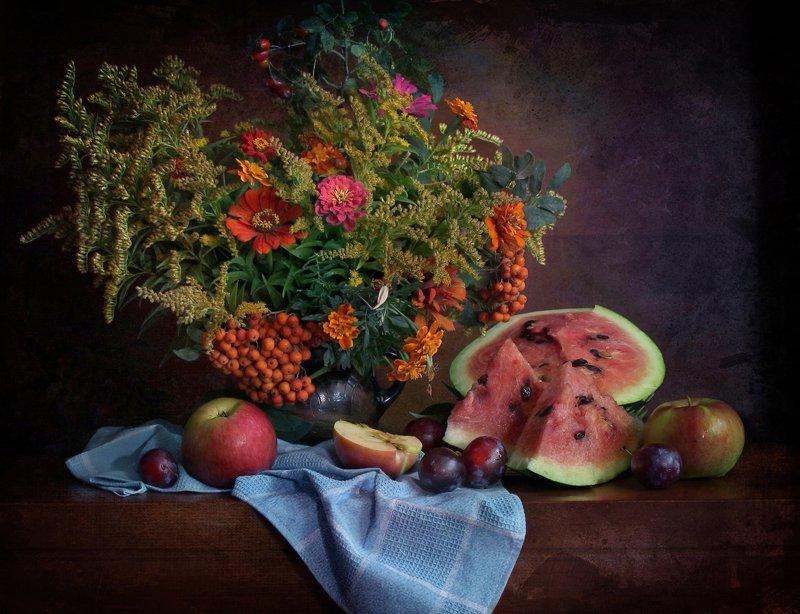 натюрморт, осень, цветы, арбуз, фрукты Осенний вечер фото превью