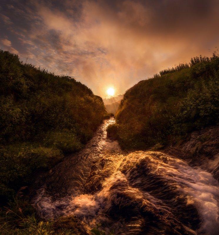 Сочи, горы, пейзаж, Красная Поляна, Бзерпский карниз, горы, лето, облака, закат, река, ручей, вода Энергия Солнцаphoto preview