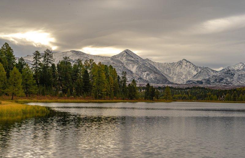 Начало золотой осени в горах Алтая.photo preview