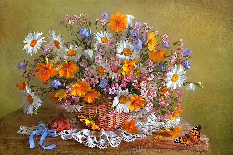 натюрморт,цветы.колокольчик,бабочка Праздник цветов! фото превью