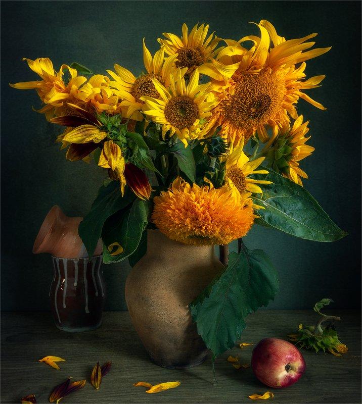 still life, натюрморт,    винтаж,  ретро,  цветы, подсолнух, букет, персик, еда, спелый, кувшин, лепестки, натюрморт с подсолнухами фото превью