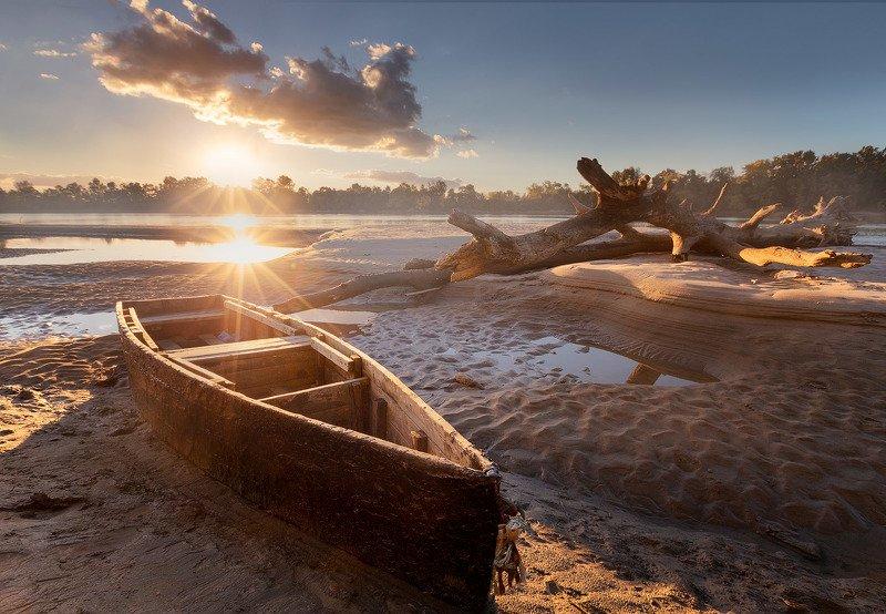 Брошенная лодкаphoto preview