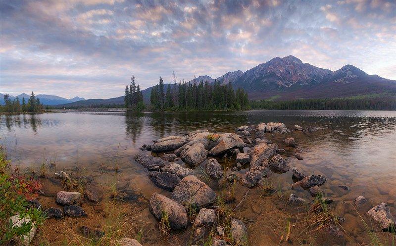 канада, озеро, джаспер Вечер на озере Пирамидphoto preview