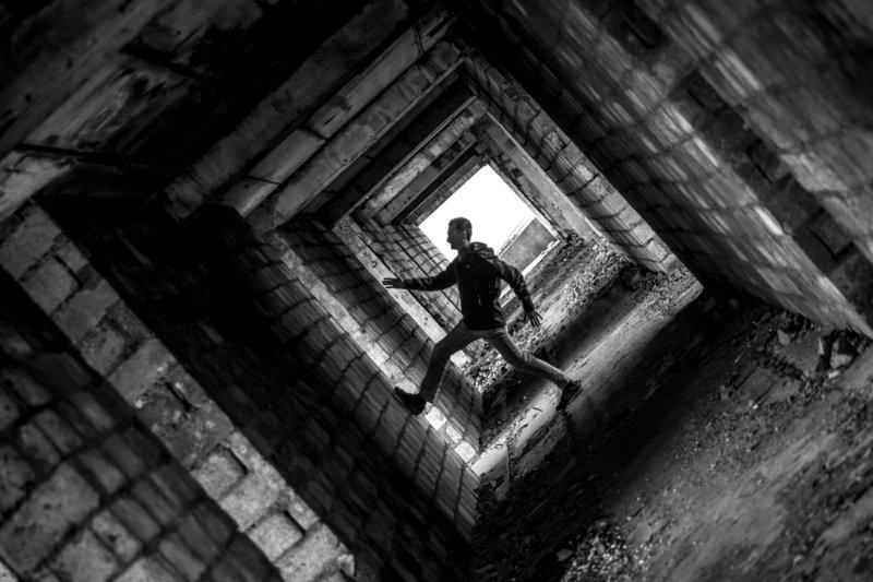 черно-белое В поиске выходаphoto preview