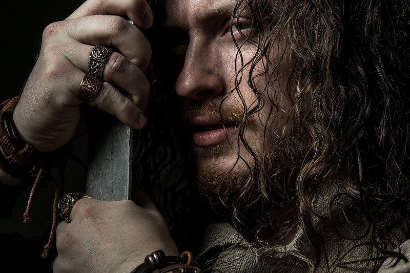 Слава, кольца, меч, воин, постановка, волосы, мужчина, портрет Славаphoto preview
