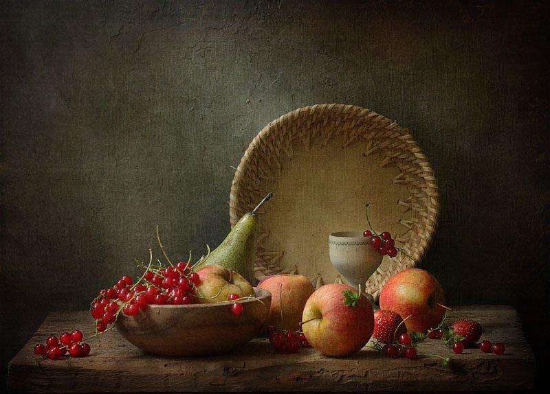 натюрморт, фрукты, ягоды, яблоки, смородина, корзинка, груша ***photo preview