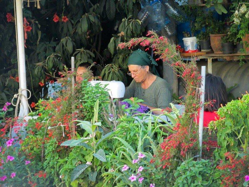 женщина, швея, турция, цветы Турецкая швеяphoto preview