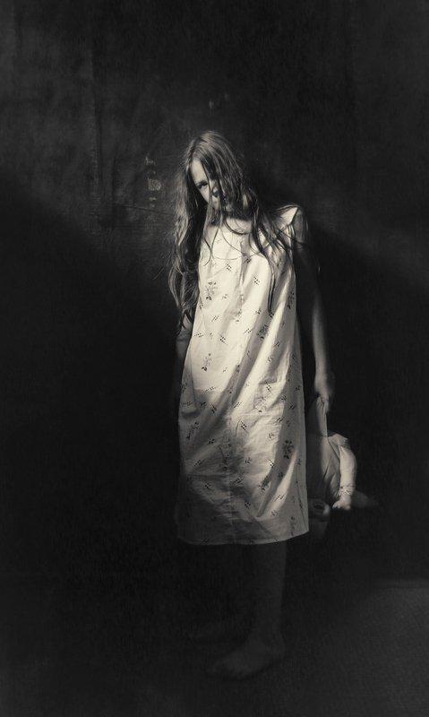 портрет, постановочная фотография, модель, фешн, евгений корниенко Девочка и куклаphoto preview