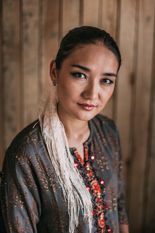 Женщина, портрет, ручная работа, азиатка, прялка, традиции Гулназphoto preview