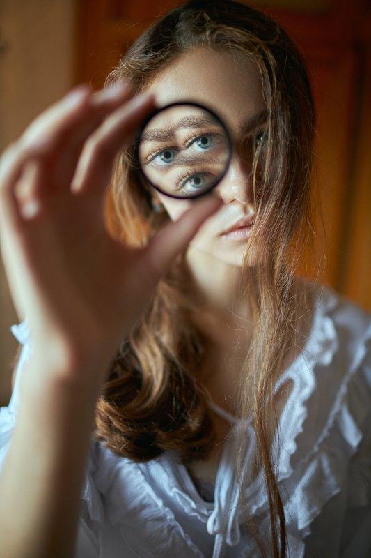 portrait, портрет, girl, brunette, портрет, призма, portraiture, indoor, девушка, молодость,июль, ламповый, retouch, ретушь, цвет, cinematic, поезд,train Annaphoto preview