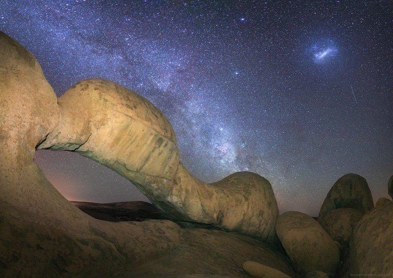 намибия, песок, звезды, ночь, арки, камень, горы, пики, африка, юг, пустыня, туманность, млечный путь, галактика, путешествия, свет Каменные арки Шпицкоппаphoto preview