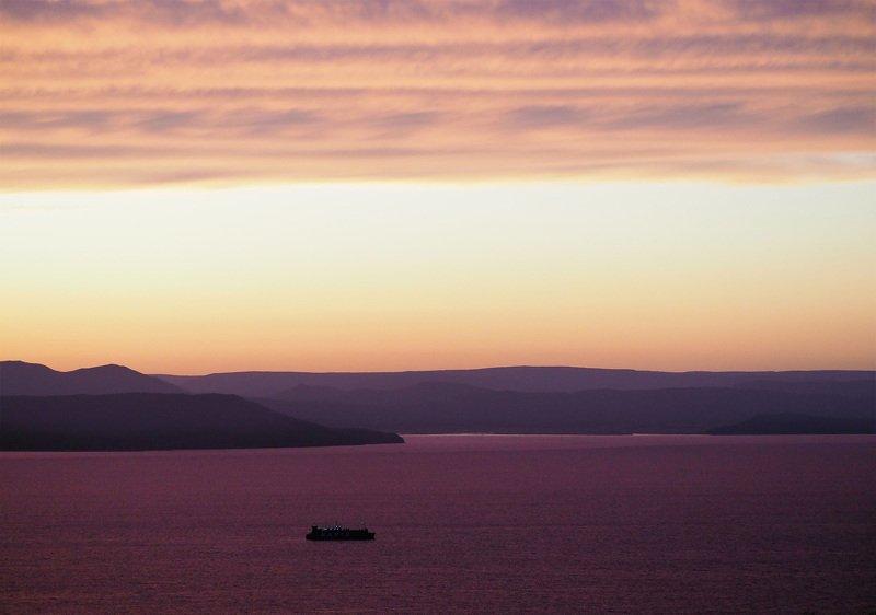 Владивосток, море, небо Плыть так по морю, лететь так по небуphoto preview