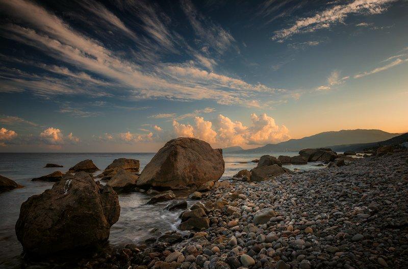 крым, пейзаж, лето, вода, море, вечер, камни, сотера, закат, облака, горы Вечерний разгон облаков.photo preview
