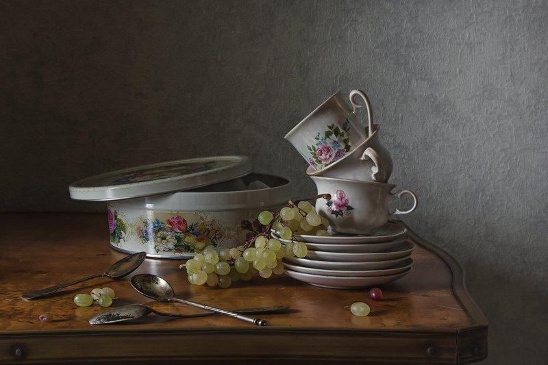 натюрморт, фарфор, виноград Чайное триоphoto preview