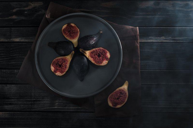 Инжир, еда, фрукты, фудфото, flatlay, lowkey dark figsphoto preview