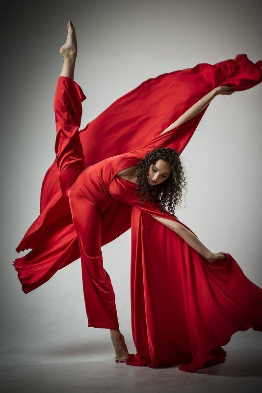 пластика балет гимнастика красное растяжка пламя Сашаphoto preview