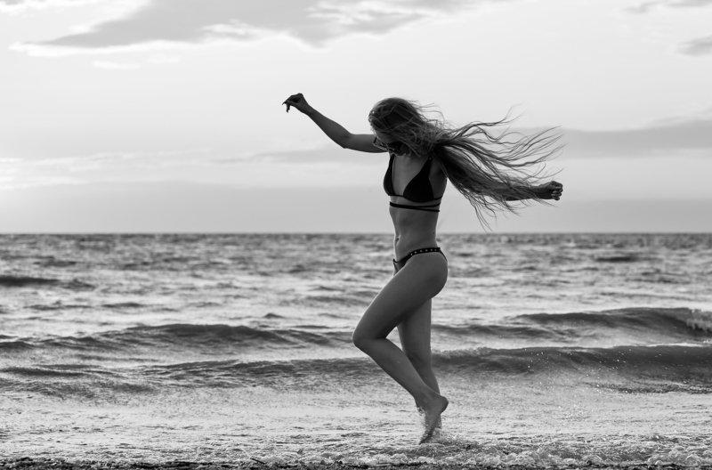 Танцы на песке photo preview