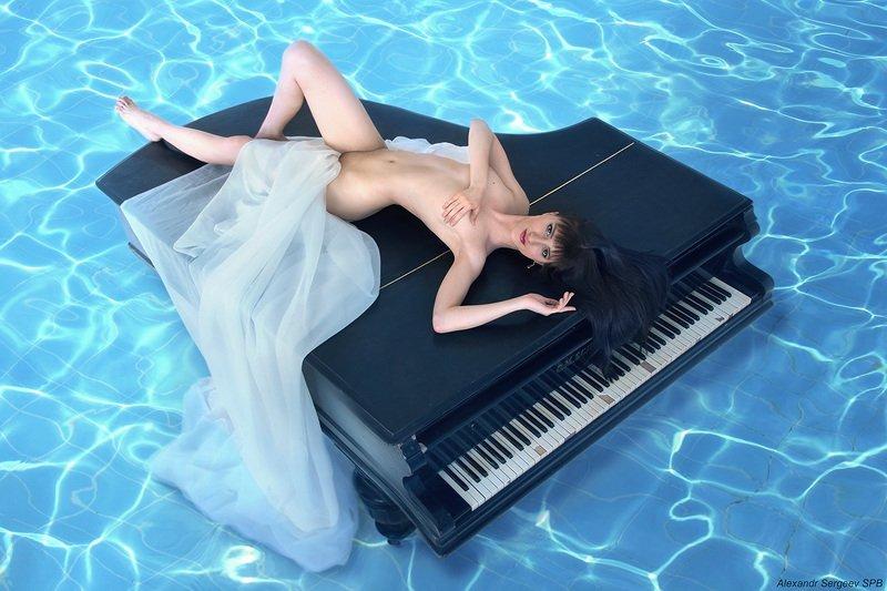 девушка,рояль,муза,музыка,обнажённая,арт,фото-арт,ню-арт Музаphoto preview