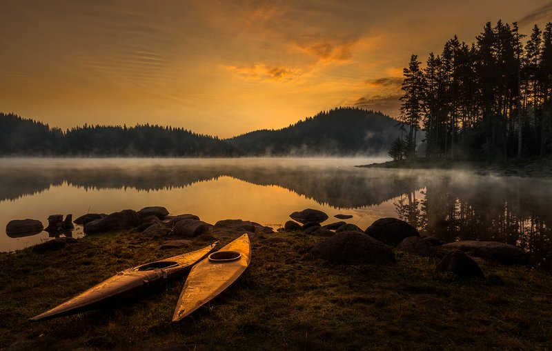landscape nature scenery lake wood mist misty fog foggy light sunlight morning sunrise reflections mountain boats rhodopi bulgaria туман озеро утро Waiting forphoto preview
