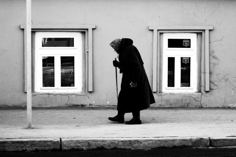 город, улица, человек  2ОКНАphoto preview