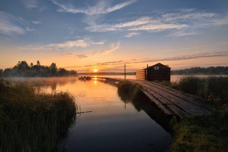 утро,рассвет,озеро,солнце,лучи,туман,небо,облака,мостик,лодки рассвет на озереphoto preview