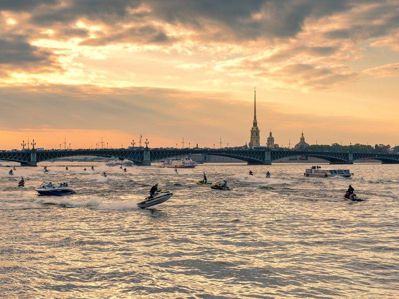 город, гидроцикл, река, осень, закат, солнце, крепость Гонки на закатеphoto preview