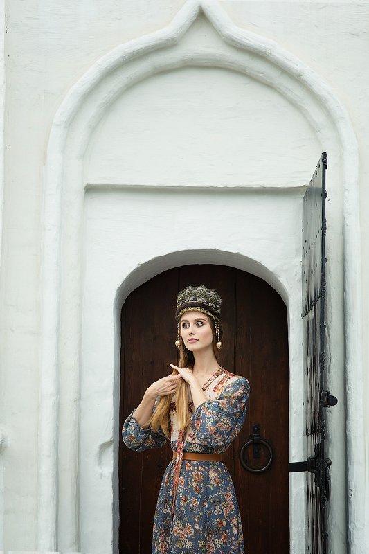 княжна, русская, девушка, кокошник, ручная работа, Москва, Английский двор Княжнаphoto preview