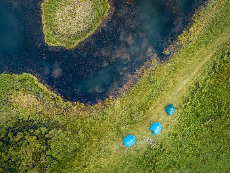 пейзаж, природа, озеро, палатка, берег, болото, трава, сверху, аэрофотосъемка, дрон, квадрокоптер, Алтай, Джангызколь, Ештыколь, урочище, Северо-Чуйский, хребет, рыбак, рыбалка Три палатки у озераphoto preview