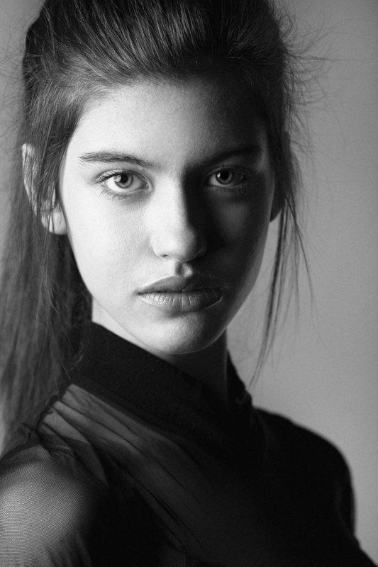 Model, Fashion, Portrait, Studio, Natural Light, Light, Asen Andreev, Asen Andreev Photography, Monochrome, Pose, B&W, Black & White, ZARAphoto preview