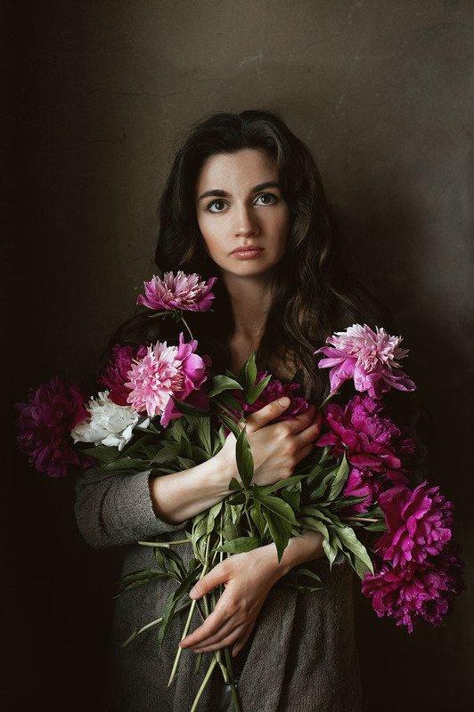 портрет, девушка, пионы Автопортрет с пионамиphoto preview