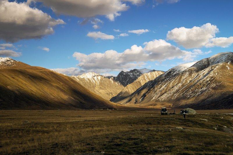 природа  алтай  горы пейзаж путешествие осень тени долина облака тучи плато предгорье хребет чихачева Предгорное плато у хребта Чихачева...photo preview