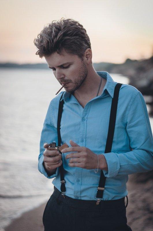 вечер, лето, закат, пляж, море, мужской портрет, эмоции, чувства, стиль, керчь, крым, россия Smoking with her.photo preview
